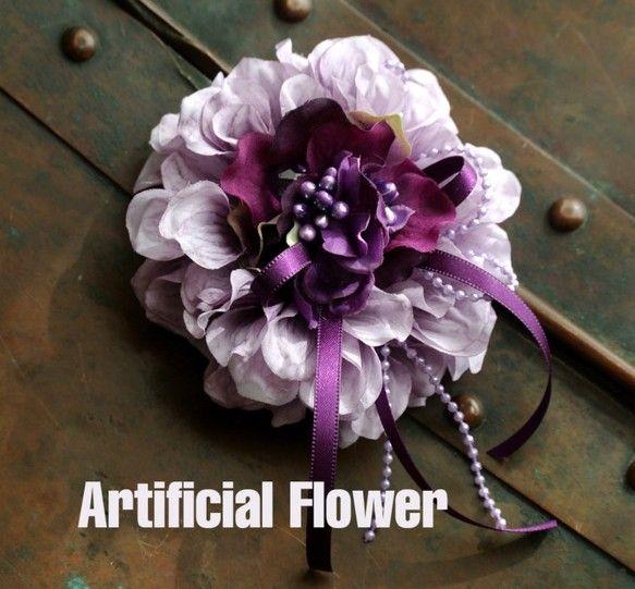 ダリアの花をシックに魅力的なコサージュに仕上げました。 帽子やバッグに付けてもオシャレです♪ フローリストがデザイン・制作をしております。コサージュケースに入...|ハンドメイド、手作り、手仕事品の通販・販売・購入ならCreema。