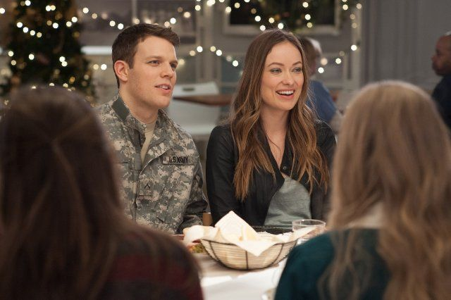 Still of Olivia Wilde and Jake Lacy in Love the Coopers (2015)