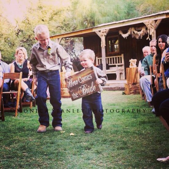 Elegant country wedding- ring bearers with sign