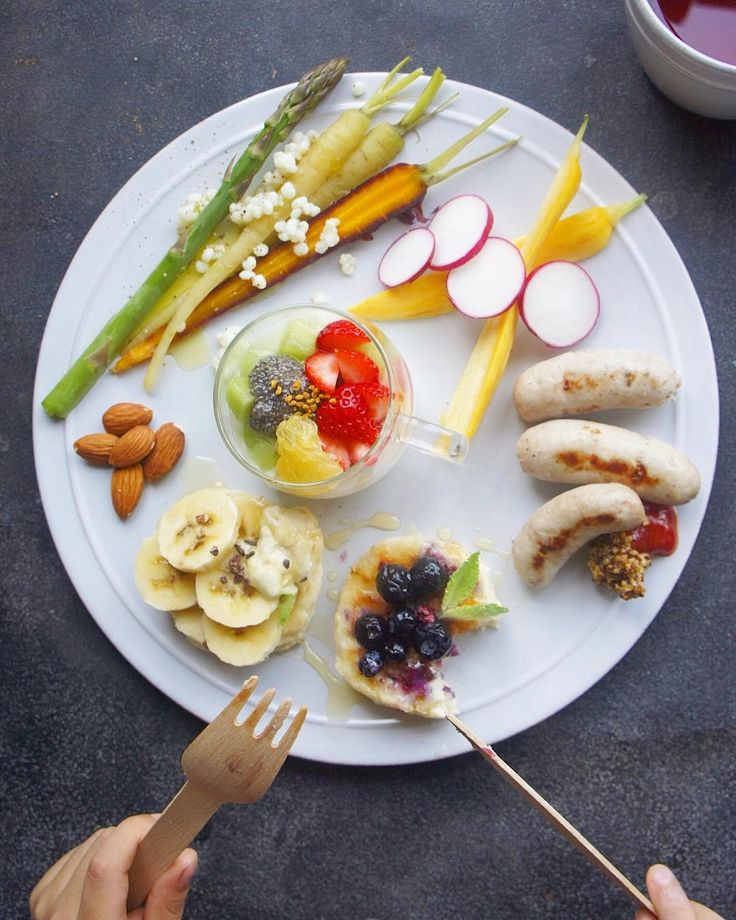#breakfast #foodstagram #oneplate #glutenfree #pancakes #homemade #sausage #ワンプレート #朝食 #パンケーキ #卵不使用 #乳製品不使用 #veganpancakes とうとう#ウインナー まで作りだしちゃった笑 機械がなくても出来ました #意外と簡単 #しばらくハマりそう  #無添加 #美味しかった #インナービューティープラス #管理栄養士 お姉ちゃんが代休だから一緒に #cafe へ また一週間頑張りましょう