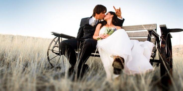 À l'aide de techniques photographiques différentes, en noir et blanc ou en couleur, drôles ou romantiques, les 100 idées suivantes sur la photo de mariage