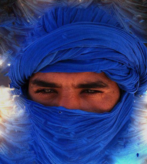 Morocco, the blue men, Berbers living in the Sahara. berbère , les hommes du désert ...