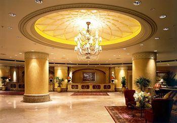 Para shopaholic pasti puas menginap di JW Marriott Hotel Kuala Lumpur. Pasalnya, lokasi hunian super mewah ini berada tepat di tengah-tengah kawasan belanja populer Kuala Lumpur – Bukit Bintang. Butik-butik cantik, toko ritel, pusat hiburan, kafe maupun restoran dapat ditemukan dengan mudah di sekitar hotel. Pesan hotelnya sekarang juga http://www.voucherhotel.com/malaysia/kuala-lumpur/109536-jw-marriott-hotel-kuala-lumpur-kuala-lumpur/