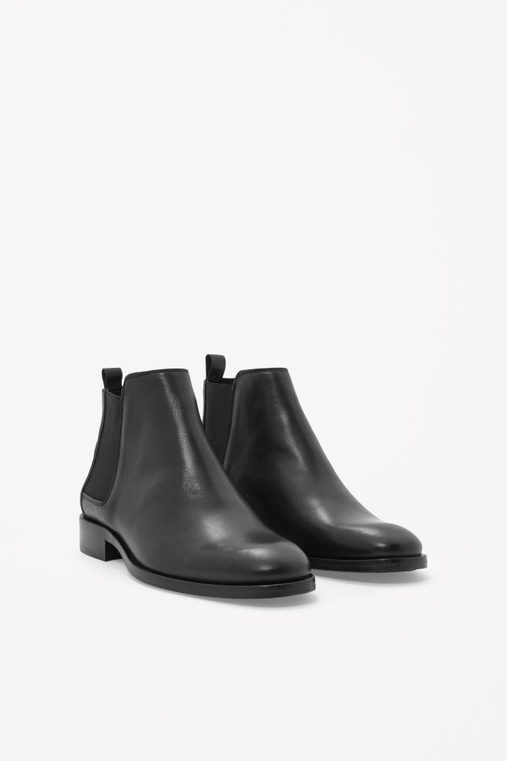 Leather chelsea boots. Ideal strict Chelsea is great-looking with any clothes.