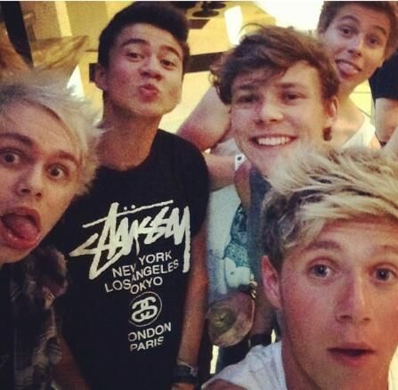 niall and 5SOS... love this