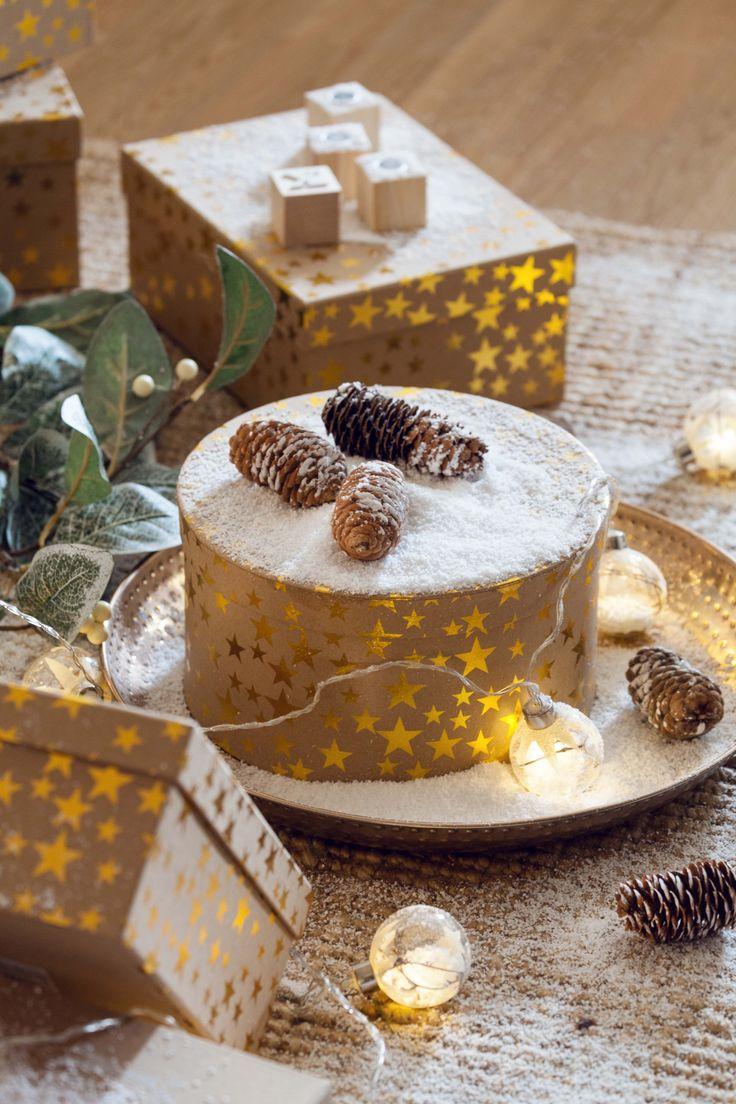 Las luces led en decoraciones navideñas aportan un toque mágico #muymucho #led #iluminación #bolas #navidad #guirnalda #cajas #regalos #reyes #envolver #nieve #artificial #dorado #estrellas #piñas #árbol