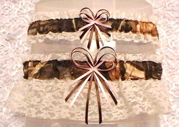 camo garter perfect way to get a little camo in the wedding