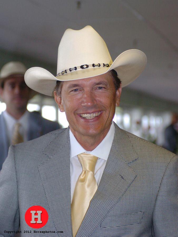 Country music legend George Strait at the races. (HorsePhotos.com)