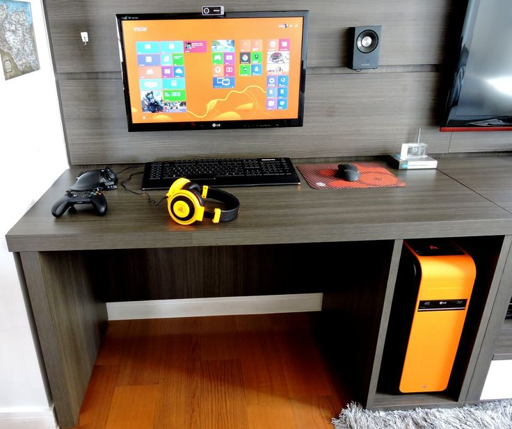 Give me a console integration shelf and this is the desk I need! Minimalistic and wire-clutter free!