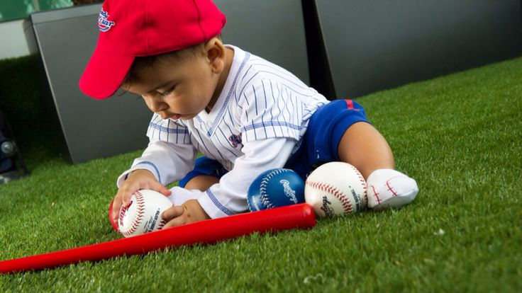Sebastián esta listo para la temporada final de la pelota de grandes ligas. MLB @mlb #rcfoto #kids #kid #instakids #child #children #childrenphoto #love #cute #adorable #instagood #young #sweet #pretty #handsome #little #photooftheday #fun #family #baby #instababy #play #happy #smile #instacute #baseball