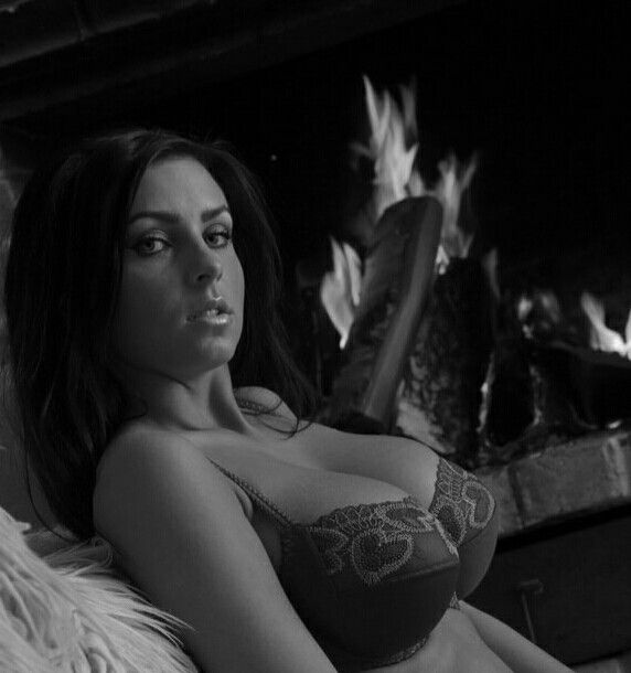 Ewa Sonnet - fireside - reclining