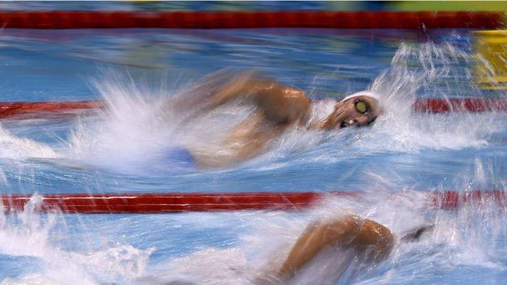 """DE L'OR POUR LES BRAVES. «Seulement» deuxième après le premier relais, les nageurs français du 4X100m libre ont montré leur supériorité en s'imposant en 3'11""""64 devant la Russie et l'Italie. Mehdy Metella, Fabien Gilot, Florent Manaudou et Jérémy Stravius conservent le titre acquis par la France en 2012. Le relais français est également champion olympique et champion du monde en titre."""
