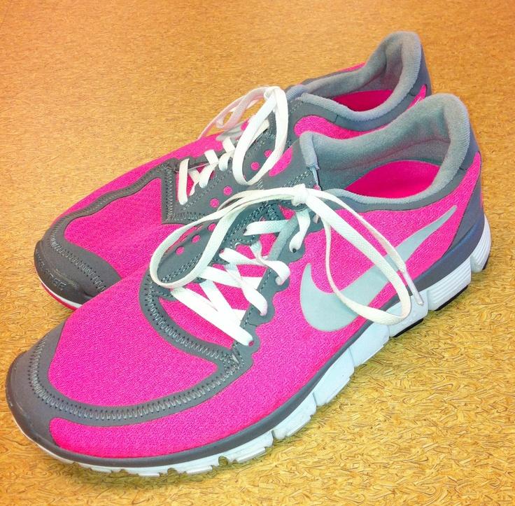 Model Nike  Air Cage Court I Frauen Tennisschuhe Neon Greengrey