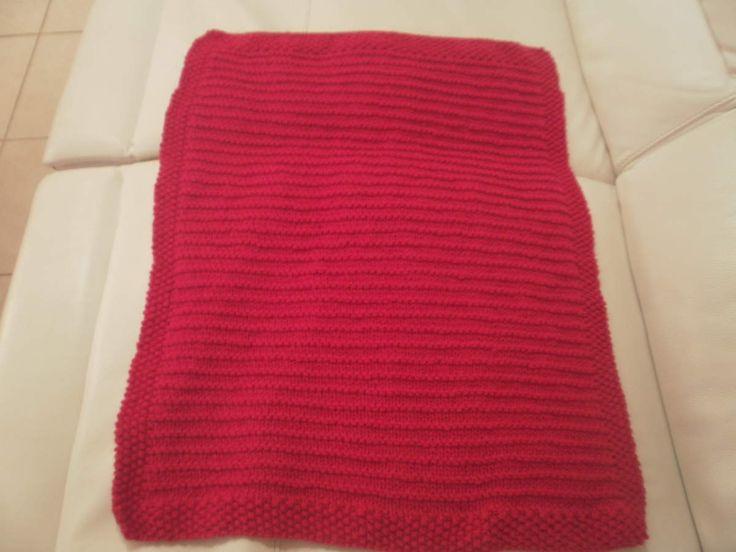 Voici la couverture en point de jersey rayé  mousse avec bordure au point de riz , tricotée avec du fil Dolce tendance de Mondial Tissus Bonjour, Hier, je vous ai fait découvrir la couverture de 60 cm de large par 80cm de long que j'ai tricoté pour ma...