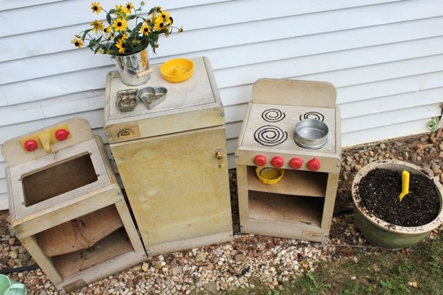 What's wrong with our mud pie kitchen? Lots of ideas for creating a mud pie kitchen that kids will enjoy playing with.