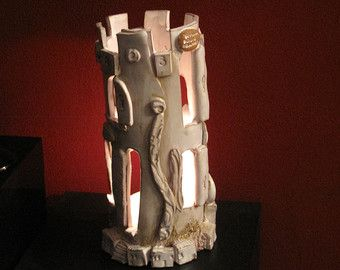 La torre, Lanterna scultura, en ceramica bianca