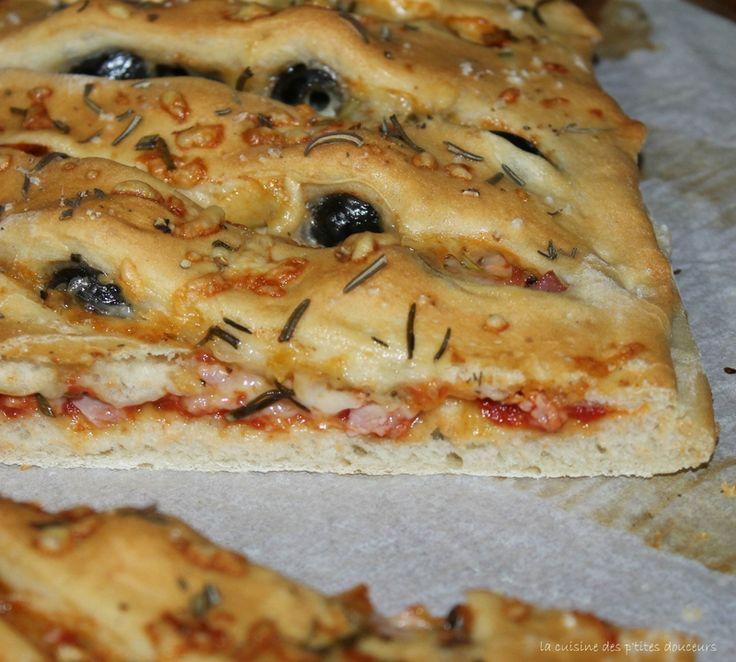 Fougasse rapide au romarin, à la tomate, au jambon et au comté!