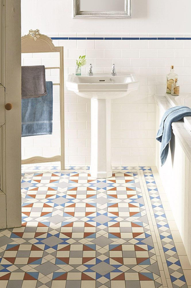Original Style - VFT - Eltham pattern with modified Kingsley border in Grey, Red, Dover White, Pugin Blue and Blue.jpg 665×1.000 píxeles