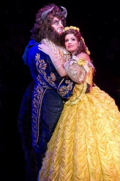 BEAUTY AND THE BEAST – Στο Μέγαρο Μουσικής Θεσσαλονίκης (Χριστούγεννα 2014-2015) - Το μοναδικό Broadway show, Disney Beauty and The Beast, έρχεται στη Θεσσαλονίκη στα πλαίσια της διεθνούς περιοδείας του, γιορτάζοντας τα 20 χρόνια του έργου, στη σκηνή..  Η παραγωγή ανεβαίνει το Νοέμβριο στο Μέγαρο Μουσικής Θεσσαλονίκης στην Αγγλική γλώσσα και...