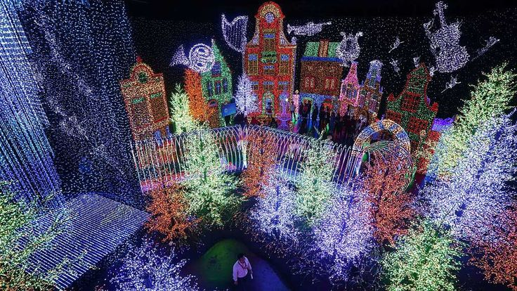 World's largest indoor light display revealed at Singapore's Universal Studios.