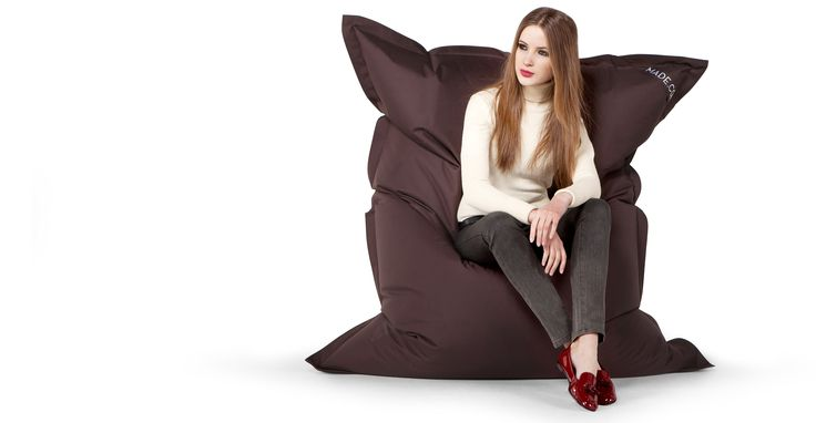 De chocoladebruine Piggy zitzak is ideaal om tv te kijken, te lezen of te gamen.