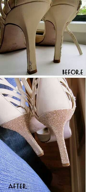 Recover your favorite shoe just use glue and glitter
