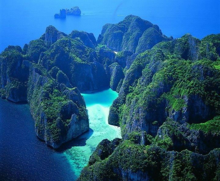 タイ ピピ・レイ島 上空からの画像