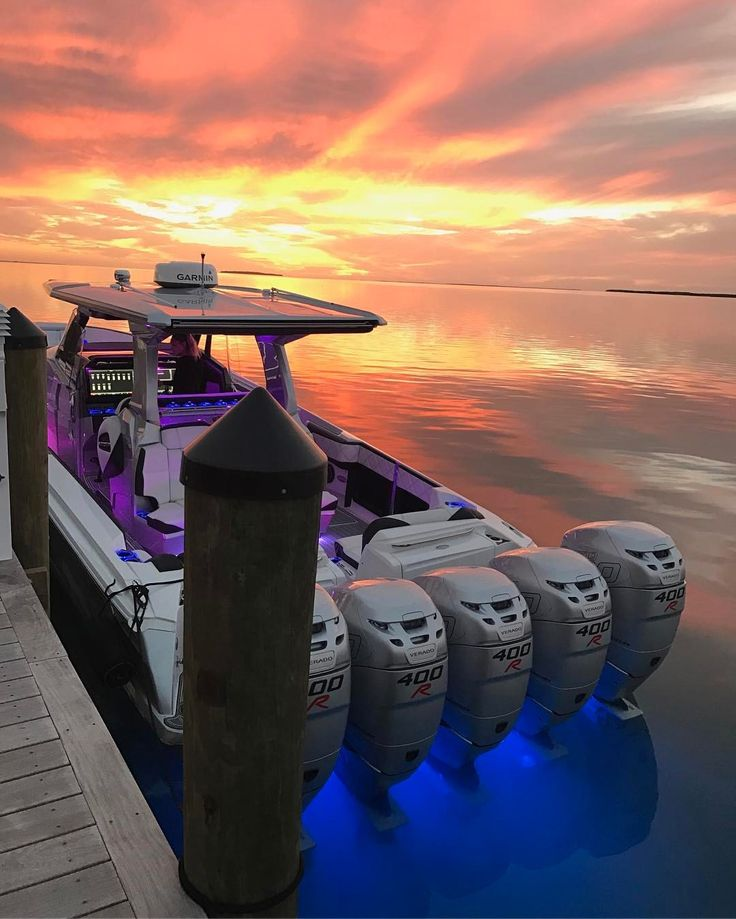 Holy crap! Five Mercury Racing 400R outboards illuminated on this huge center console.