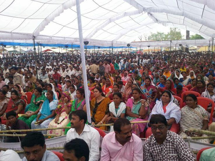 Crowd hearing Shri Kamal Nath at a public meeting in Parasia. #Election #Election2014 #ElectionTracker #PoliticalRally #KamalNath #Parasia #IndianNationalCongress #INC #Politics #MadhyaPradesh