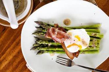 Asparagus with poached egg, bacon and anchovy sauce