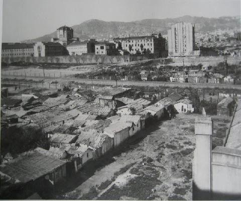 Any 1926: Avinguda de Roma amb la presó Model al fons a Barcelona
