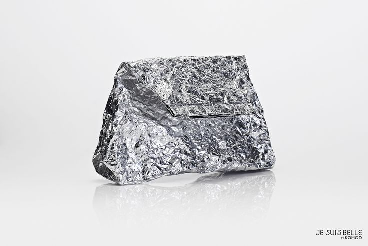 JE SUIS BELLE by KOMOD Bag collection  - POUCH CLUTCH - silver, aluminium, prism - Photo: Máté Balázs