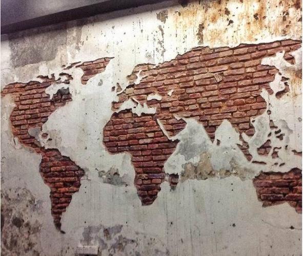 Wereldkaart op de muur van bakstenen zandstralen