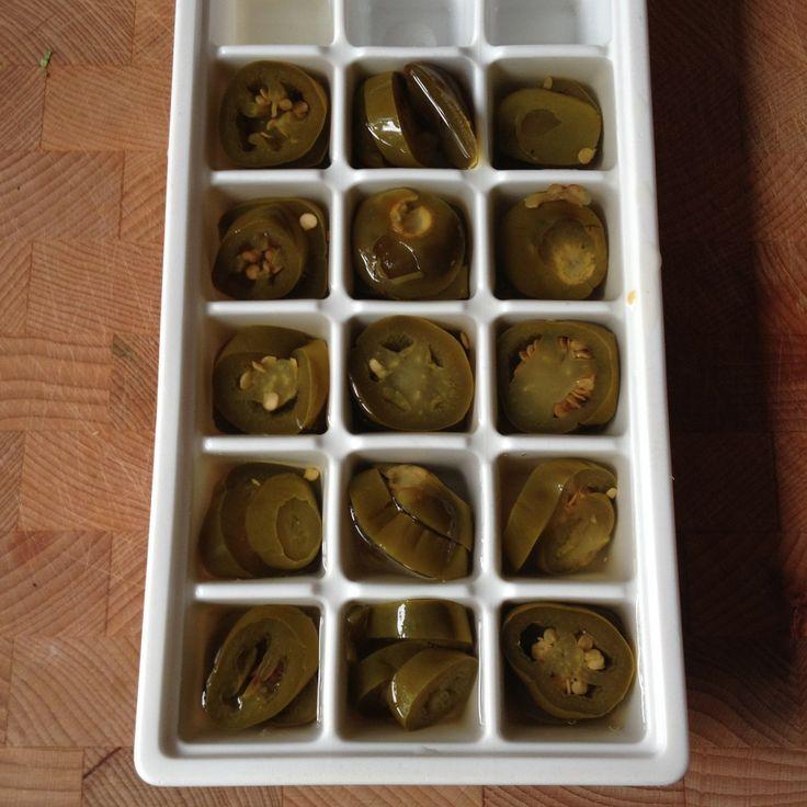 Keeping slices jalapeño's in the freezer / Jalapeño's invriezen // VAN BRITT