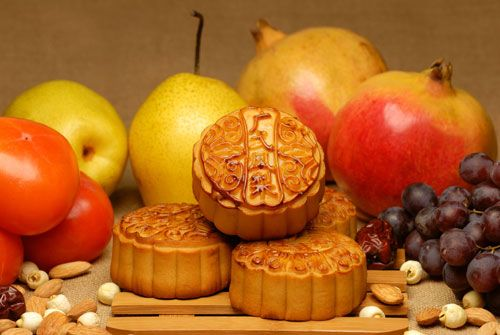 Mooncakes — the Must-Eat Mid-Autumn Treat Mooncakes are traditional Chinese pastries eaten to celebrate the Mid-Autumn Festival. The festival typically involves much giving, receiving, and eating of mooncakes.