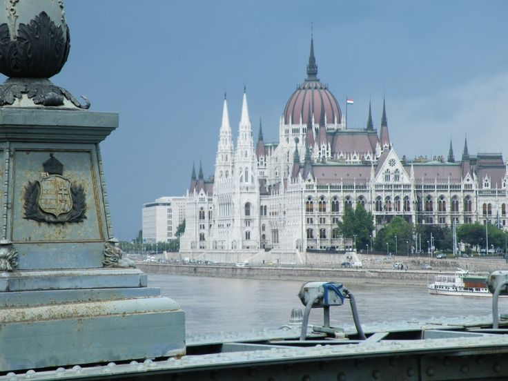 View of the Parliament from the Chain Bridge in Adam Clark square