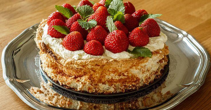 En extremt god tårta som bakar sig själv när du sover! Innanmätet får en len och krämig konsistens som påminner om vaniljkräm.