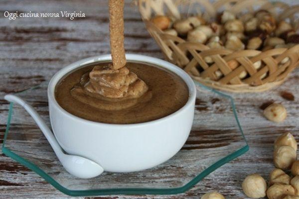 Ci piace il sapore delle nocciole?La pasta di nocciole è la base per preparare i dolci dalle mousse ai gelati,alle creme,alle torte ai semifreddi e così via