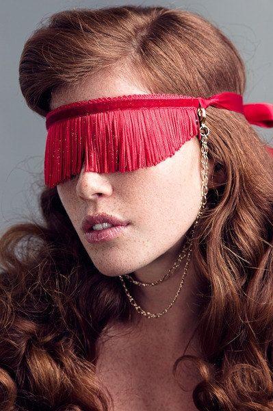 Необычные повязки на глаза  - из бахромы