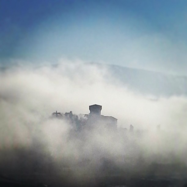 Castello della Fioraia, Subbiano, Arezzo [ Original pic @simonasapia ] #tuscanygram #tuscanygramers | by tuscanygram