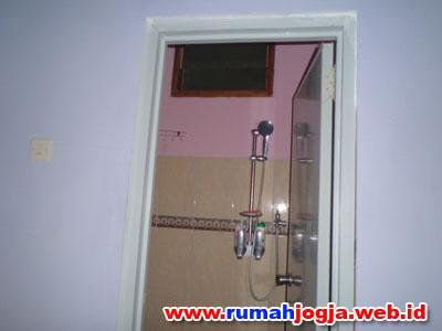 kamar mandi dan toilet 2 rumah jogokaryan