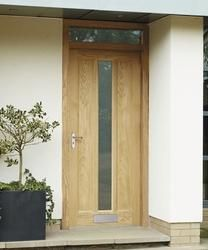 This External Worcester Oak glazed door has a distinctive centre glazed panel which is perfect for a more contemporary looking home.
