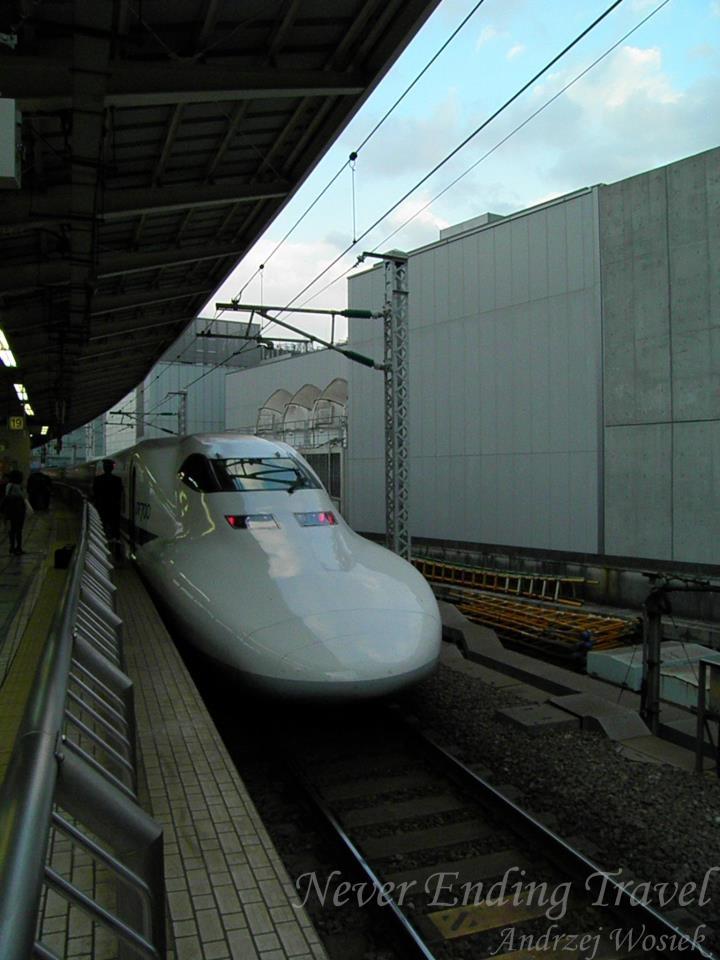 """Shinkansen // 新幹線 new trunk line // The Shinkansen  ogólnojapońska sieć linii kolejowych, stworzona specjalnie dla superszybkich pociągów. //   also known as the """"Bullet Train"""", is a network of high-speed railway lines in Japan  photo made by Andrzej"""