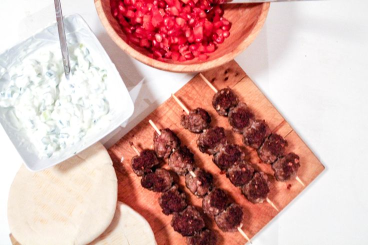 Lambkebab, tomato and pomegranatesalsa, tzatziki and pitabread