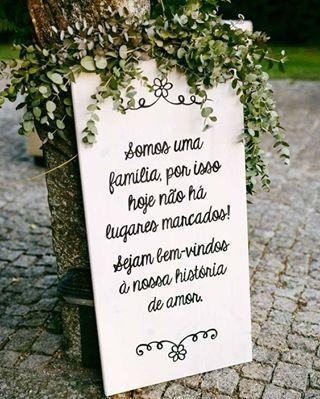 {MINI WEDDING} Inspiração de placa para recepcionar o seus convidados... Com um formato intimista, deixar todos à vontade deve ser a prioridade da decoração  Quer saber mais? Corre no Blog Vestido de Noiva que tem post quentinho! Link no nosso perfil!  #amomuitotudoisso #amor #blogvestidodenoiva  #casamento #casamento2017 #casando #decoracao #festa #flores #fotografia  #inspiracao #noiva #noivas2017 #noivasdobrasil  #vestidodenoiva #vestidodenoivablog  #wedding #weddingblog #weddingca...