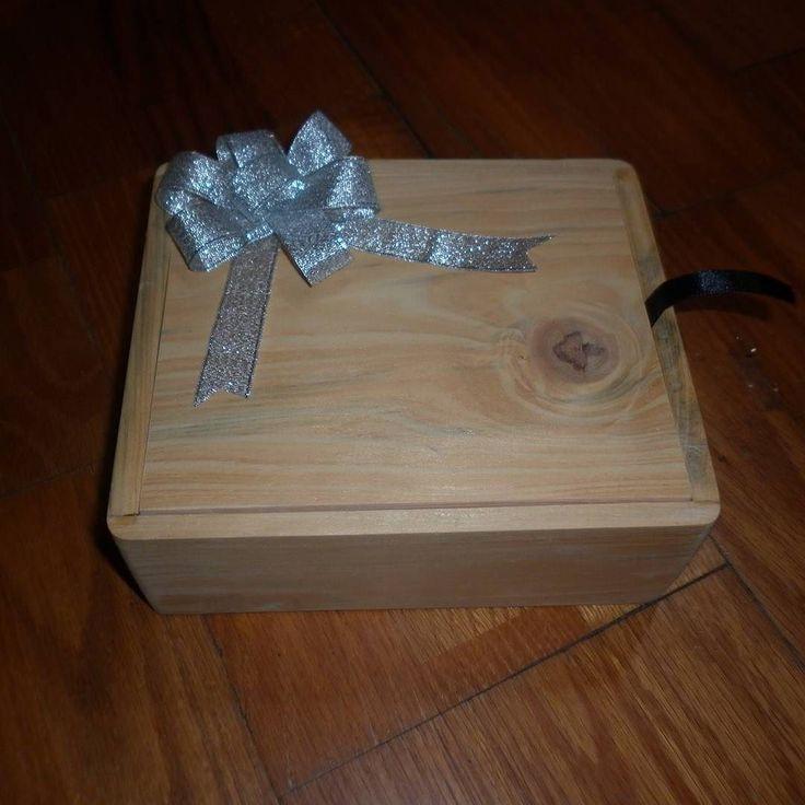 Kotak Kado Kotak ini dibuat khusus untuk seorang teman @giovanimorischa yang kala itu ingin memberikan kado/hadiah untuk orang tercinta.  #lusaproject #kotakkayu #kotakkado #kadoultah #gift #bingkisanultah #harikasihsayang #valentineday #crafts #produklokal #jogjacraft #jogja #indonesia #noeditphoto by lusa_project