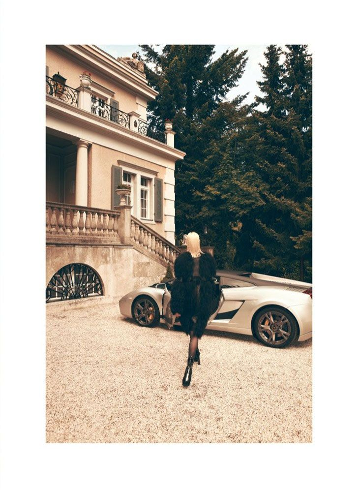 The romantic building, the car and the style in Vogue Latin America