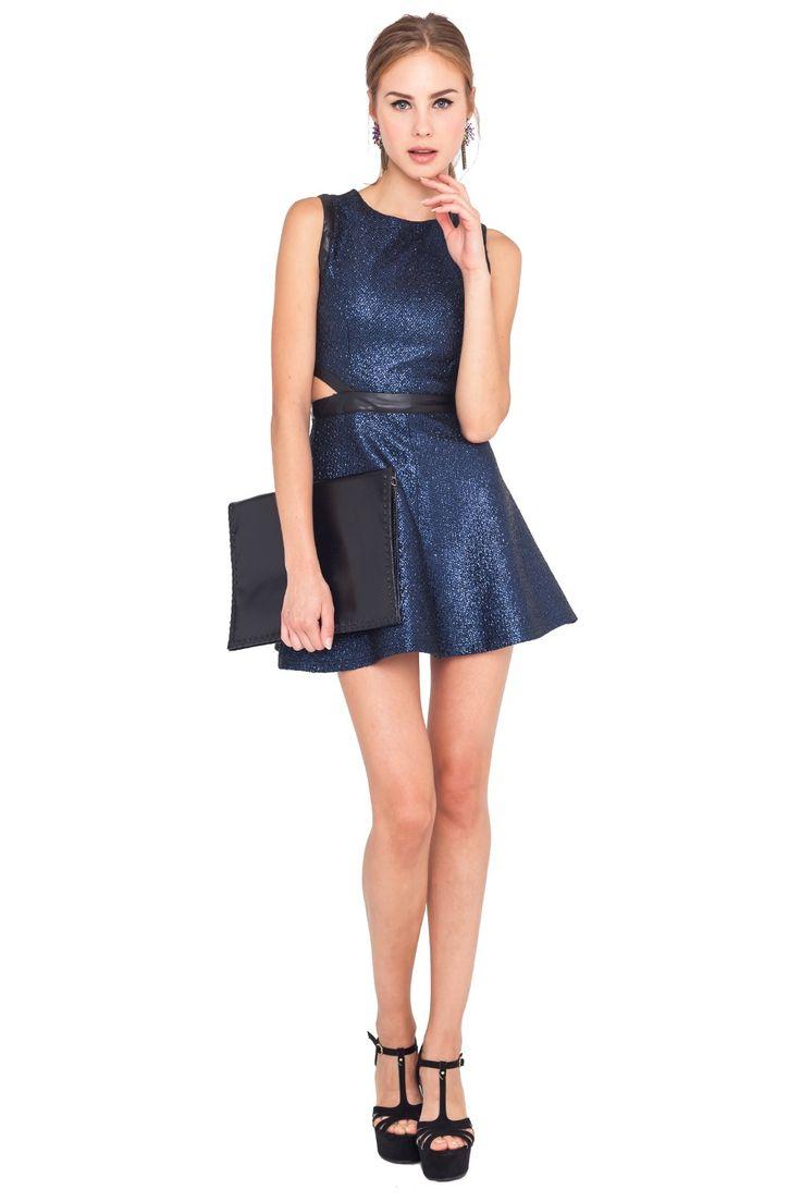 Vestido Blue Night azul by FP Avenue. Cool y sexy! ¿Qué más necesitas para salir una noche? Vestido con minifalda azul. Aberturas laterales en la cintura.