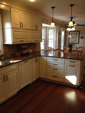 Best Shenandoah Mckinley Maple Cream Glaze Traditional 400 x 300