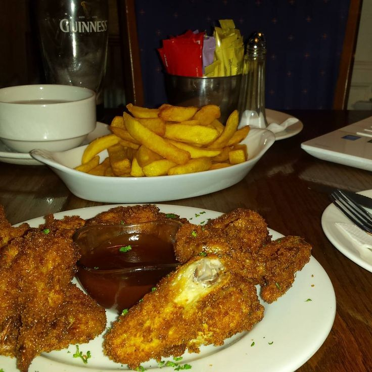 "9 oznaka ""sviđa mi se"", 1 komentara – Magdalena Jelić (@megwrite) na Instagramu: ""Dinner @ my new office ☺ #bollardbar #chickenwings #kilkenny"""